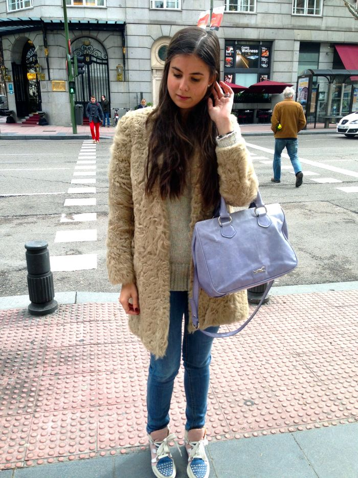 Abrigo: Zara Jeans: H&M Jersey: Sandro Bolso: Bimba & Lola Sneakers: SandroCoat: Zara Bag: Bimba & Lola Sneakers: Sandro Jeans: H&M Jumper: Sandro