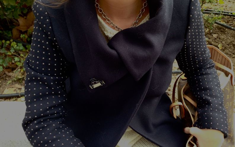 Abrigo: Zara Colgante: Tiffany & CoCoat: Zara Necklace: Tiffany & Co