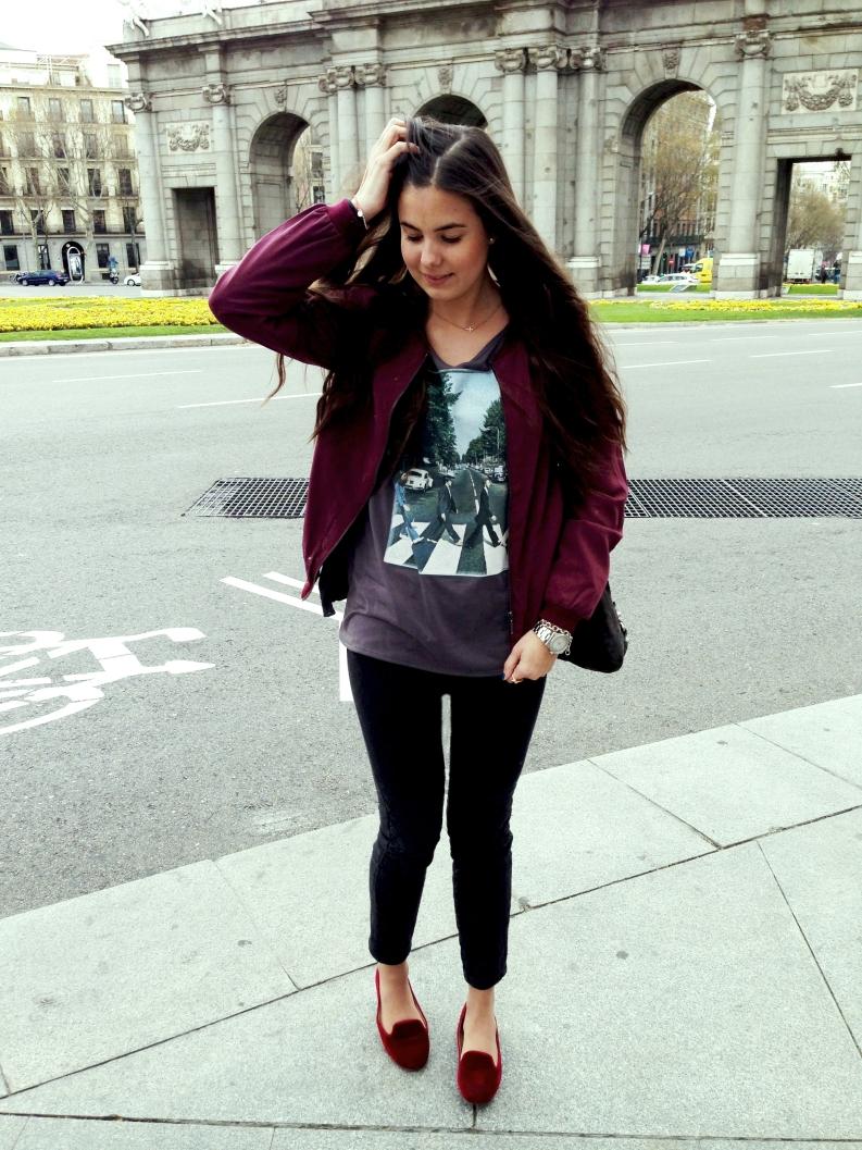 Bomber: Primark; Jeans: Zara; Slippers: Zara ; T-shirt: Primark Bag: Zadig & Voltaire