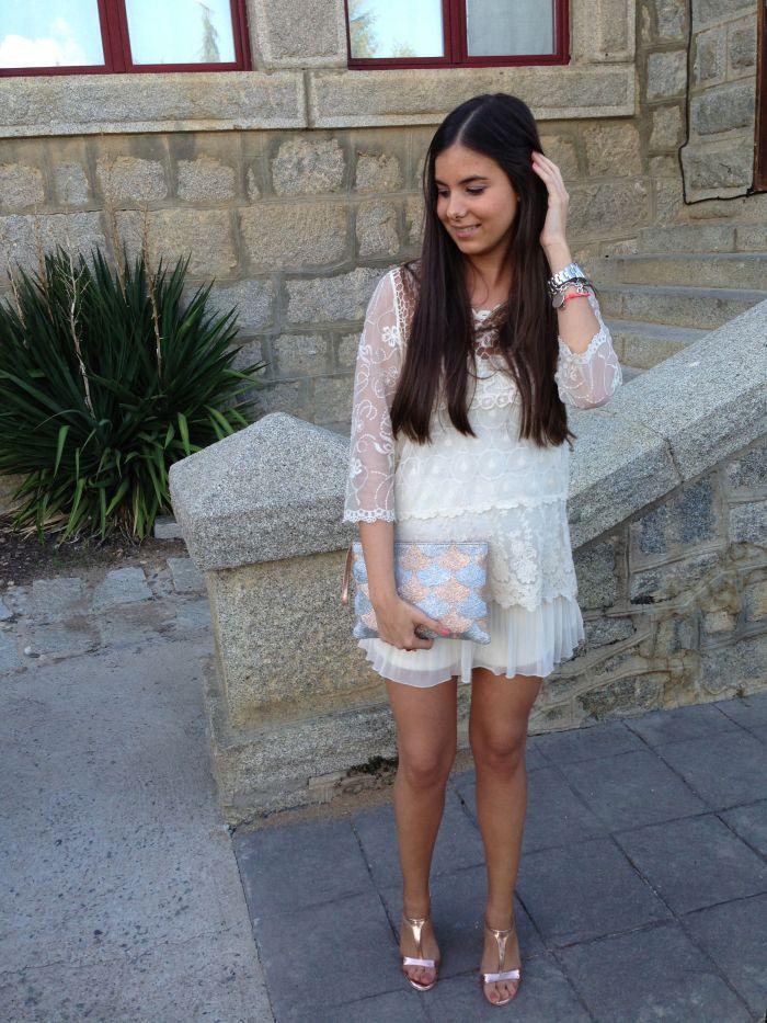 Shirt: Zara; Skirt: Zara; Handbag: Mango Toach.